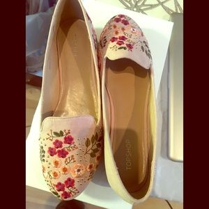 🌟TOP Deal! Topshop embroidered flats size 9.5.